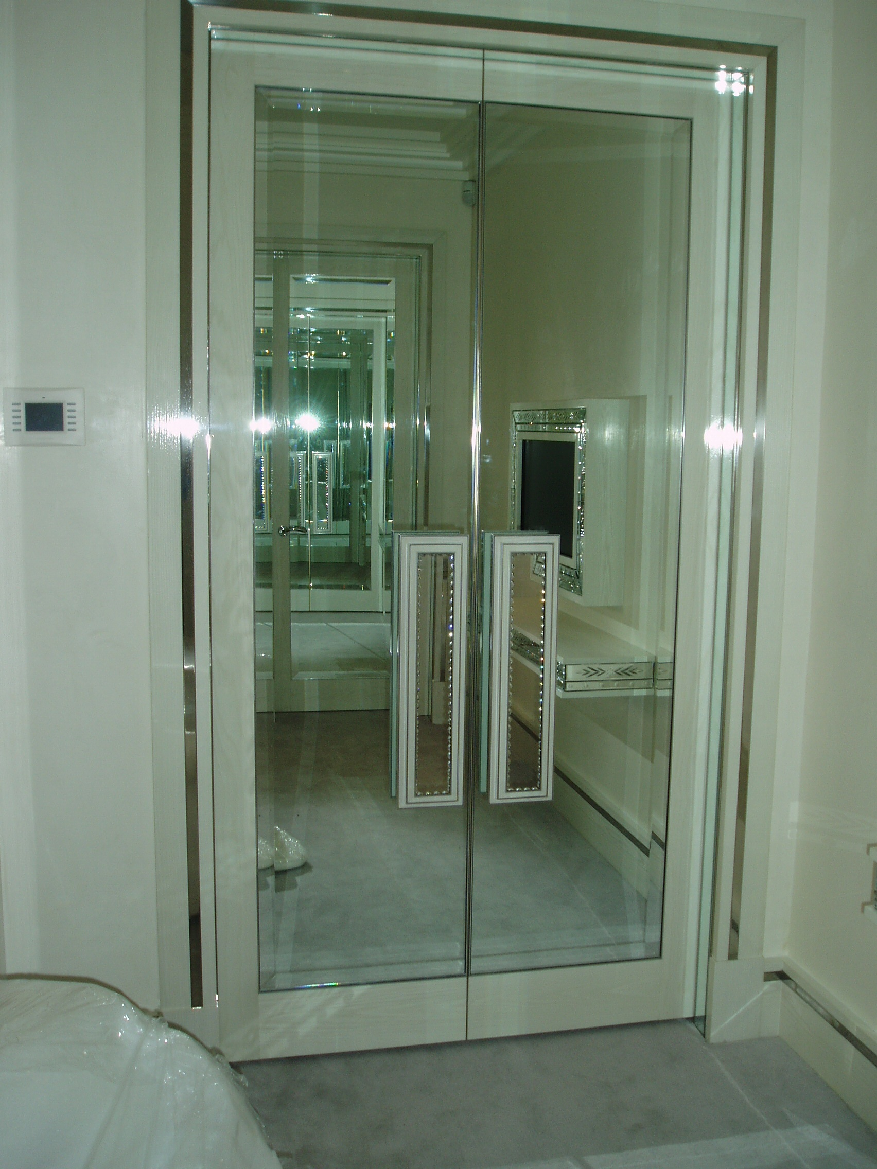 Mirrored Wardrobe Doors and Handles Glass Glazing Solutions