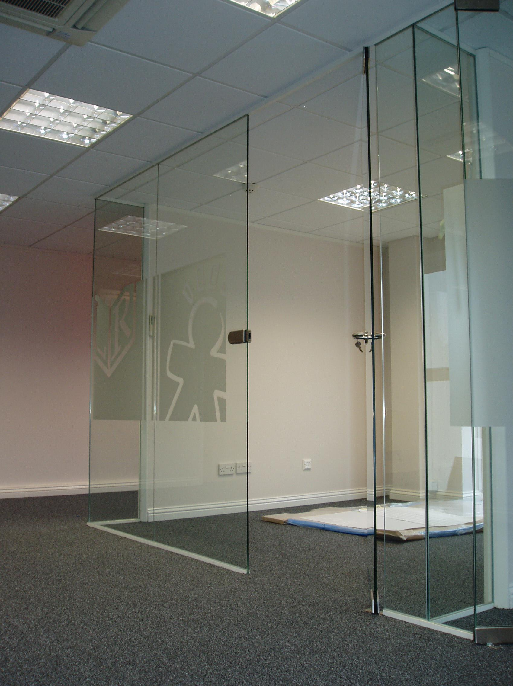 Frameless glass partition installation glass glazing for Frameless glass doors
