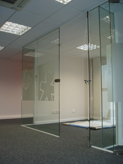 Frameless Glass Partitions Amp Doors Norfolk Glass