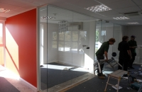 Frameless glass partition